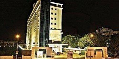 Забронировать JP Chennai Hotel