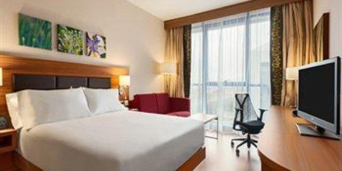 Забронировать Hilton Garden Inn Sevilla