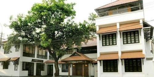 Забронировать The Trivandrum Hotel