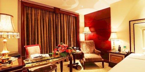 Забронировать Zhang Jia Jie Cili Hotel