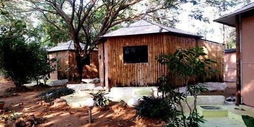 Забронировать Woodstock Village Bamboo Cottages