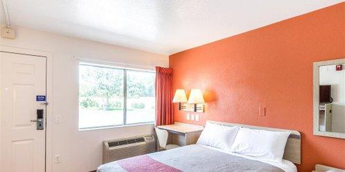 Забронировать Motel 6 Redding Central