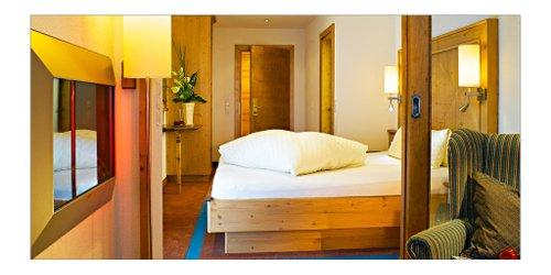 Забронировать Alpenhotel Ischglerhof