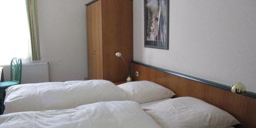 Забронировать Altes Zollhaus am Klinikum