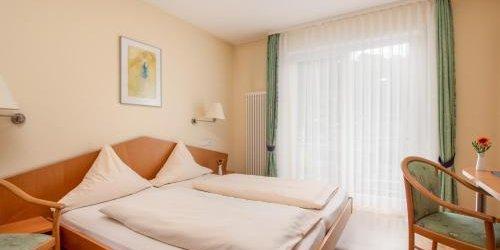 Забронировать Zum Waldhorn