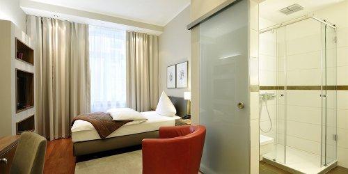Забронировать Kastens Hotel Luisenhof