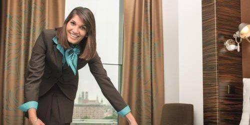 Забронировать Motel One Hamburg am Michel