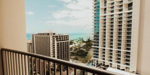 Забронировать Embassy Suites Waikiki Beach Walk