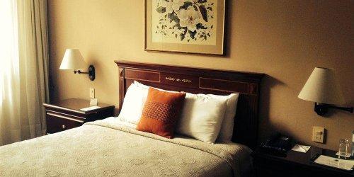 Забронировать La Colina Suites Hotel