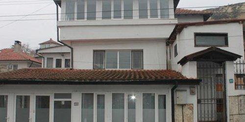 Забронировать White Dove Guest House