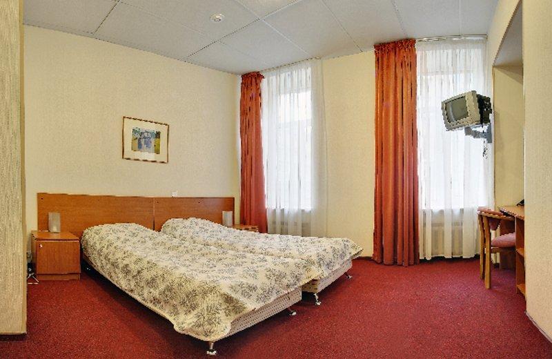 Отель расположен в одном из самых романтичных мест в Санкт-Петербурге, на 6