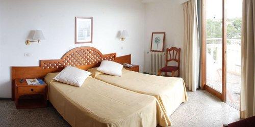 Забронировать Hotel Pinos Playa