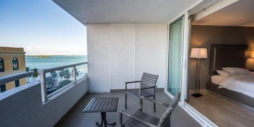 Забронировать DoubleTree by Hilton Grand Hotel Biscayne Bay