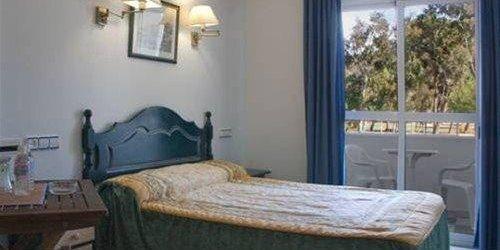 Забронировать Hostal Puerto Genovés