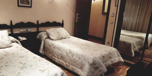 Забронировать Hotel Residencia Castellano I