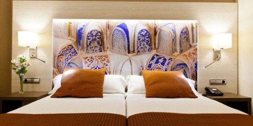 Забронировать Hotel Corona de Granada