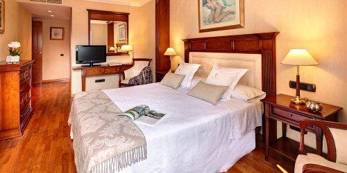 Забронировать Apartaments-Hotel Hispanos 7 Suiza