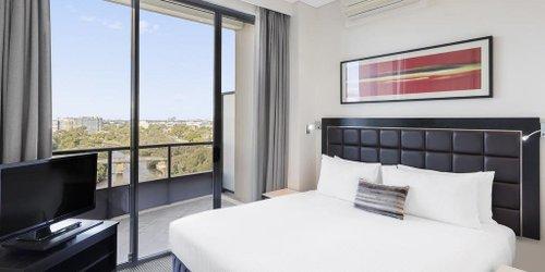 Забронировать Meriton Serviced Apartments Parramatta