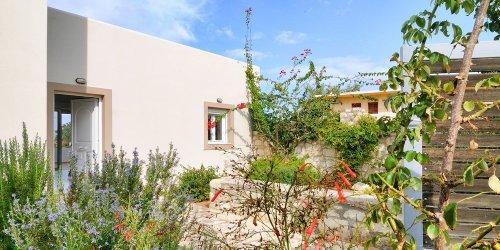 Забронировать Cretan Mansion