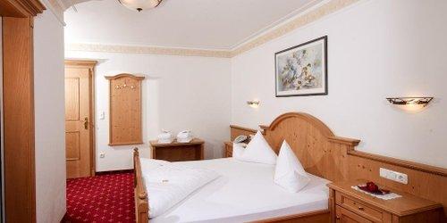 Забронировать Alpin-Hotel Schrofenblick
