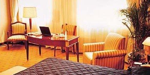 Забронировать Jian Guo Garden Hotel