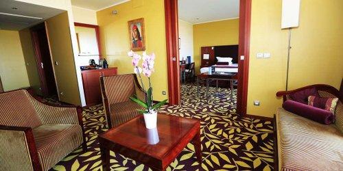 Забронировать Golden Tulip Villa Massalia