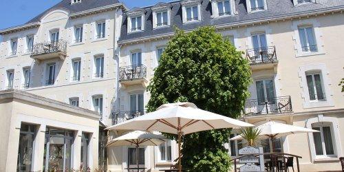 Забронировать Grand Hotel De Courtoisville