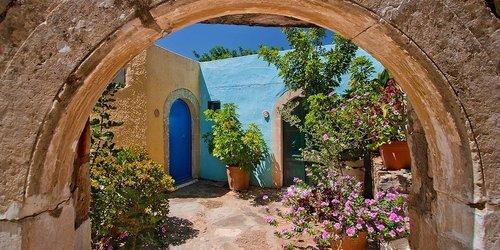 Забронировать Arolithos Traditional Village Hotel