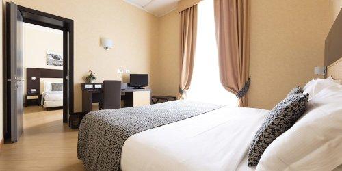 Забронировать Hotel Naples