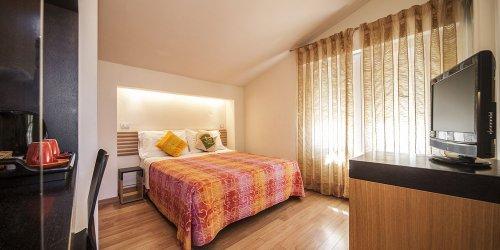 Забронировать Hotel Villa Lalla
