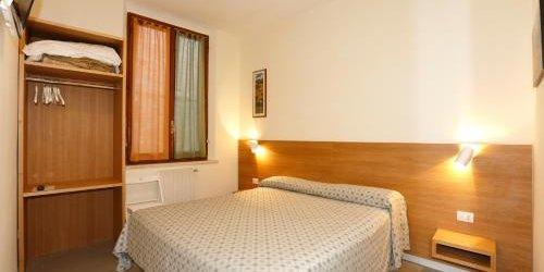 Забронировать Hotel La Perla