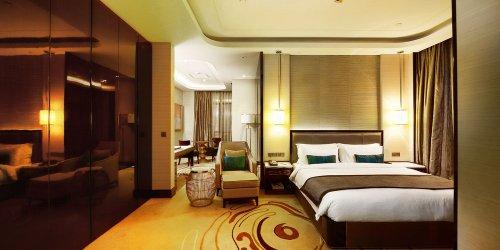 Забронировать Pacific Regency Hotel Suites