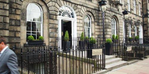 Забронировать Crowne Plaza Edinburgh - The Roxburghe