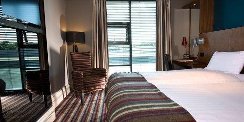 Забронировать Village Urban Resort South Leeds