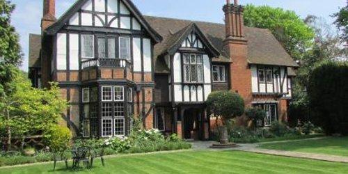 Забронировать Tudor Grange Hotel - B&B