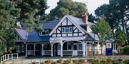 Забронировать The Lodge At Meyrick Park Guest House