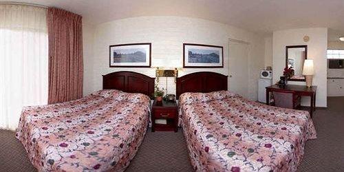 Забронировать Hollywood Downtowner Inn