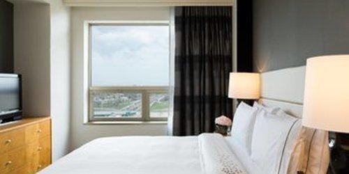 Забронировать Renaissance Chicago O'Hare Suites Hotel