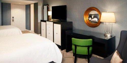 Забронировать The Melrose Hotel