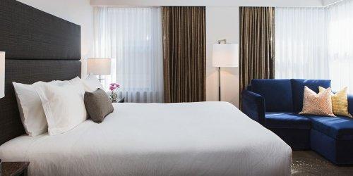Забронировать Carlyle Suites Hotel