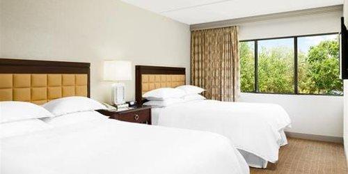 Забронировать Sheraton Suites Orlando Airport Hotel