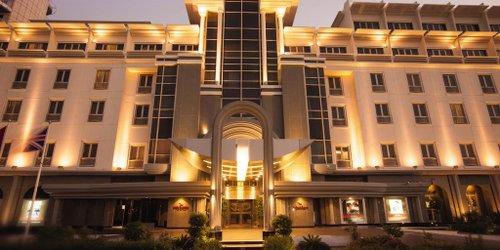 Забронировать Mövenpick Hotel & Apartments Bur Dubai