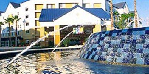 Забронировать Fairfield Inn & Suites by Marriott Orlando Lake Buena Vista in the Marriott Village