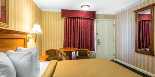 Забронировать Quality Inn & Suites Anaheim Resort