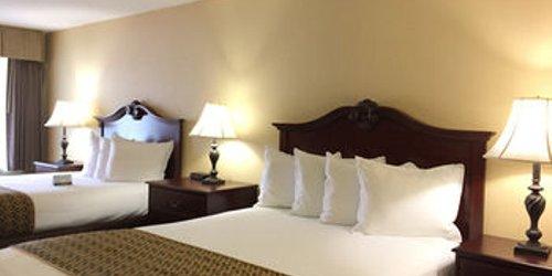 Забронировать Anaheim Camelot Inn & Suites