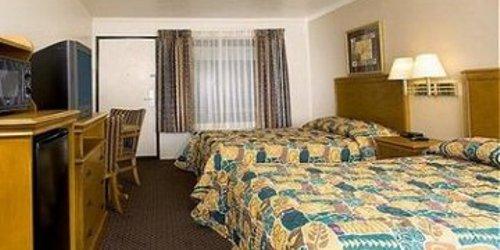 Забронировать Anaheim Desert Inn & Suites