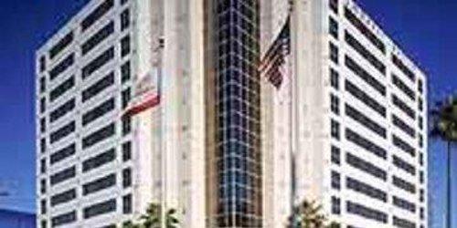 Забронировать Embassy Suites San Diego - La Jolla