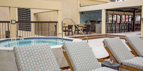 Забронировать Aston Waikiki Beach Tower
