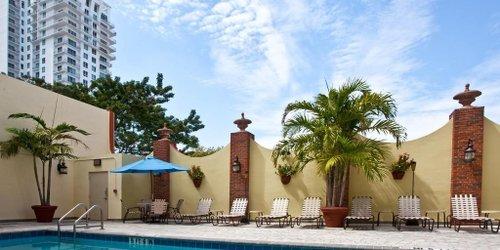 Забронировать Holiday Inn Hotel Port of Miami-Downtown
