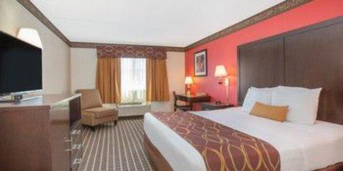 Забронировать Ramada Limited Redding Hotel